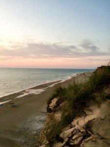 Endlose Sandstrände, riesige Dünen und atemberaubende Sonnenuntergägne.